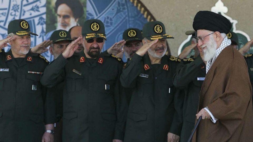 خامنئي مع قادة الحرس الثوري